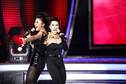 Idolised: Uyen Linh and Mai Huong perform at the Viet Nam Idol finale. Some of the show's most popular singers are set to perform in Ha Noi on Sunday. — File Photo